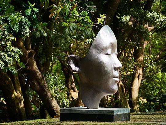 Sculpture of a huge mask at Clément Foundation